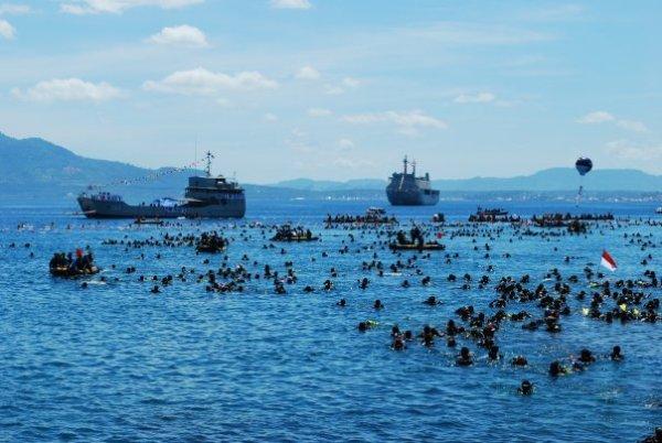 Pemecahan rekor 2486 peserta diving